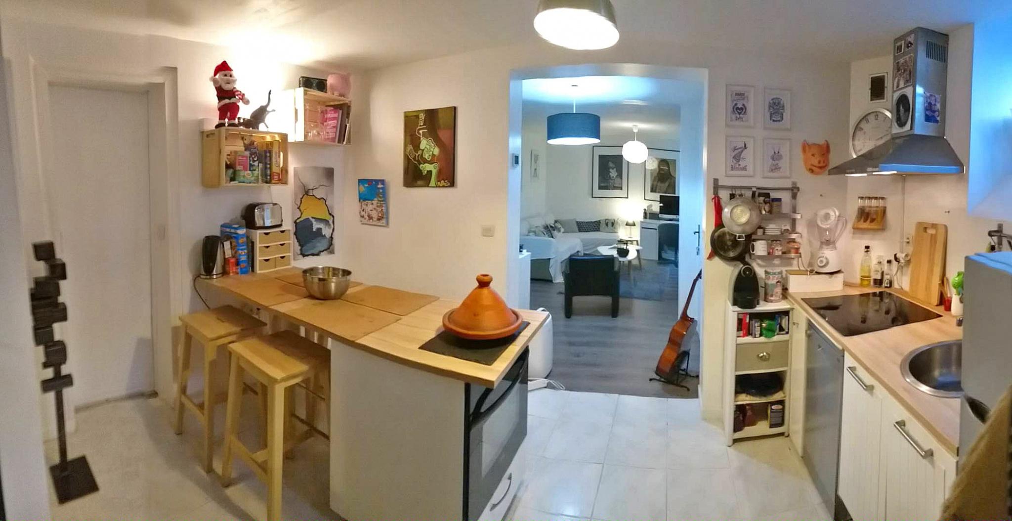 Dans une belle Bâtisse, avec parking collectif! Appartement en entre-sols de 44 m2 se composant d'une entrée, beau séjour, cuisine équipée, 2 coins nuit, salle de bains avec wc et buanderie. Aucun travaux n'est à prévoir dans l'appartement. Vendu meublé et équipé. A SAISIR RAPIDEMENT, AVEC L'AGENCE IMMOBILIERE BIARRITZ AU 05.59.24.57.44.