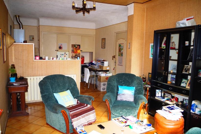Appartement en rdcd'environ 70 m2 vendu en viager occupé sur une tête. Se compose d'une entrée distribuant un séjour avec cuisine ouverte, 2 grandes chambres avec un accèssur unpatio de18 m2, 1 salle de bains, 1 wc séparé. Bouquet de 120 000 euros FAI avec rente viagère de 400 euros mois. Travaux à prévoir, faible charge. A VISITER AVEC L'AGENCE IMMOBILIERE BIARRITZ AU 05.59.24.57.44.
