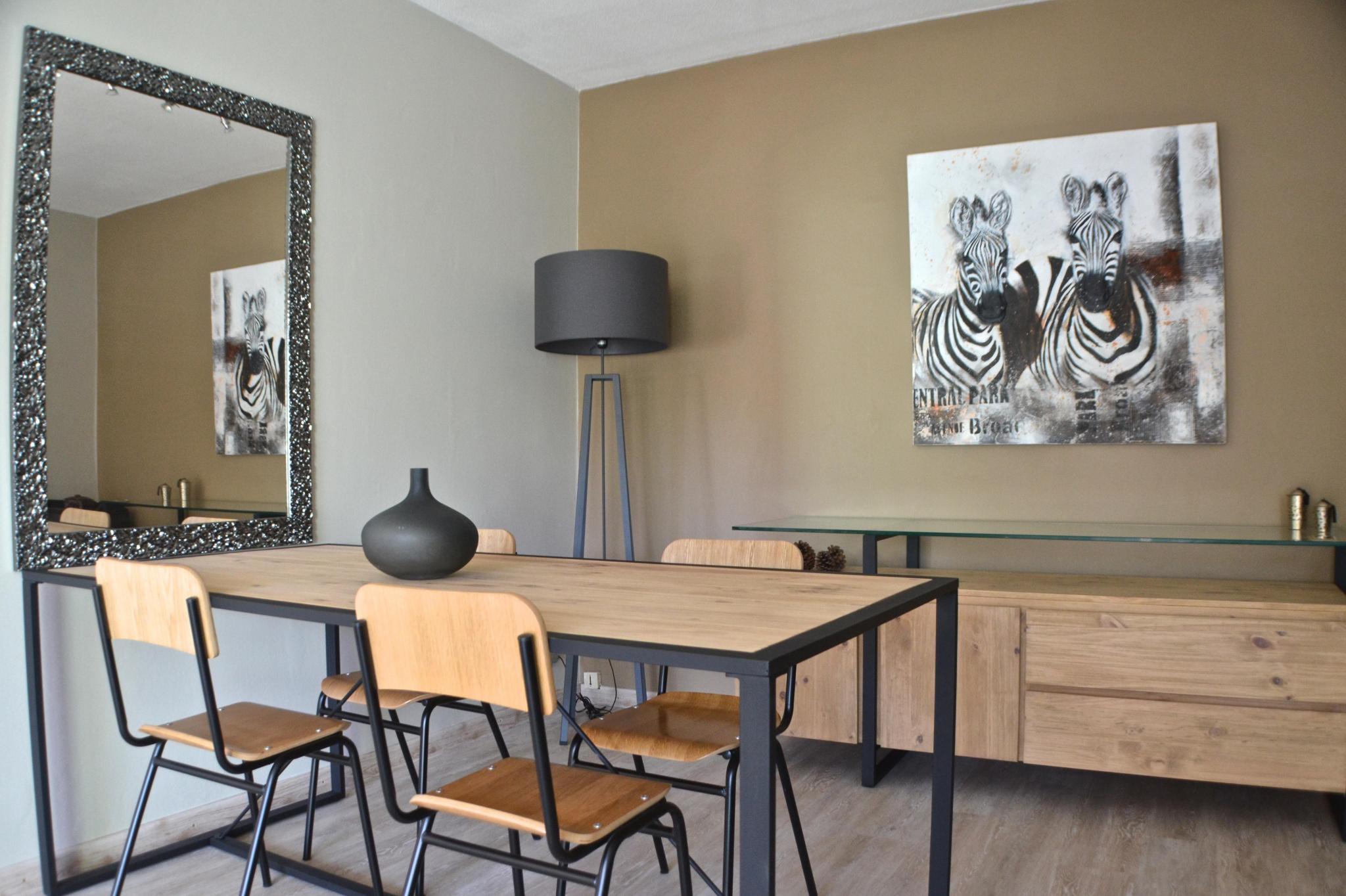 Situé aux portes de Biarritz, dans un environnment calme et verdoyant, ce bel appartement refait à neuf présente des prestations de qualité. L'entrée avec placard dessert une cuisine équipée, une salle d'eau avec wc, une chambre avec placards ainsi qu' un grand salon donnant sur une belle terrasse bien orientée et sans vis-à-vis.Une cave en rez-de-chaussée complète ce bien. A VISITER AVEC L'IMMOBILIERE BIARRITZ au 05.59.24.57.44.